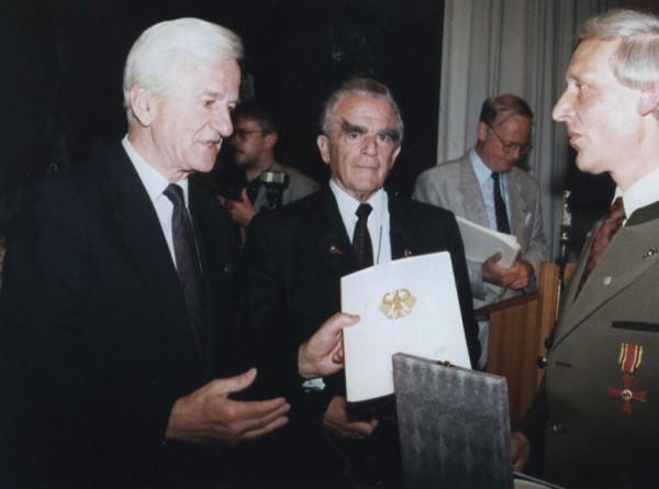 Vereinsvorsitzender Günter Kühn konnte diese hohe Auszeichnung aus der Hand des Bundespräsidenten Richard von Weizsäcker entgegen nehmen.