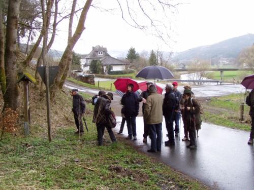 Wandergruppe vor dem Steinbruch