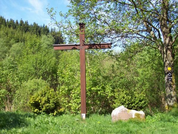 """Hauskreuz der ehemaligen Gaststätte """"Mutter Anna"""" in der Nähe von Rüspe"""