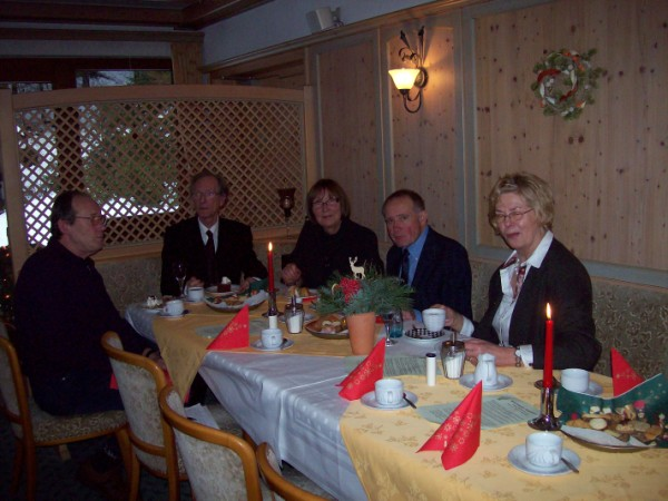 Der Vorstand blickt mit Freude -  viele Mitglieder folgten der vorweihnachtlichen Einladung