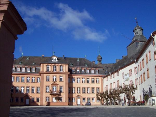 das Schloss derer zu Sayn Wittgenstein, unter anderem bekannt durch die internationale Musikfestwoche im im Sommer