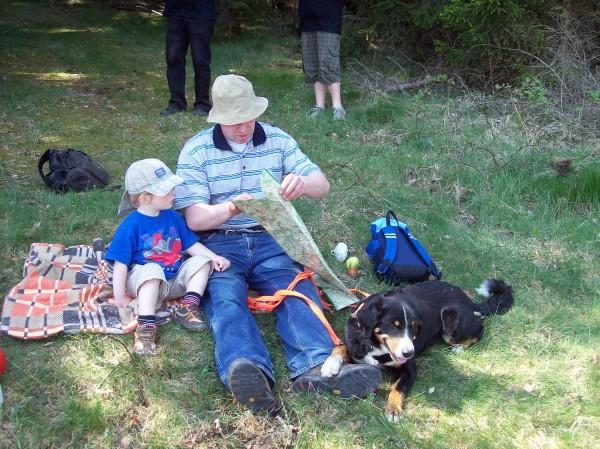Familienwanderung - wenn der Vater mit dem Sohne, Maximilian ist erst 3 Jahre alt, er war ein ganz  tapferer Wanderer, natürlich war der Familienhund Cara auch dabei!emsiger