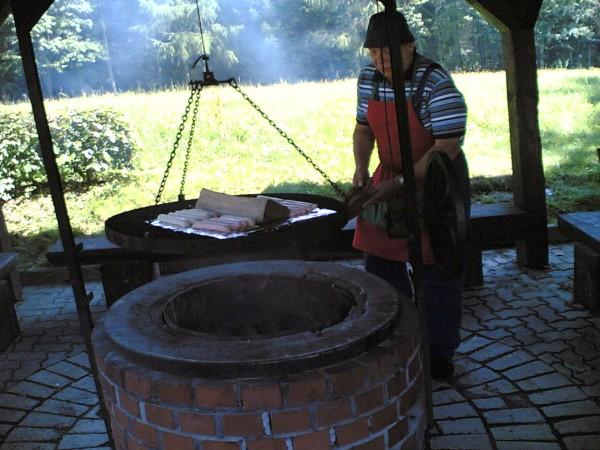 Herr Hild als Chef am Grill
