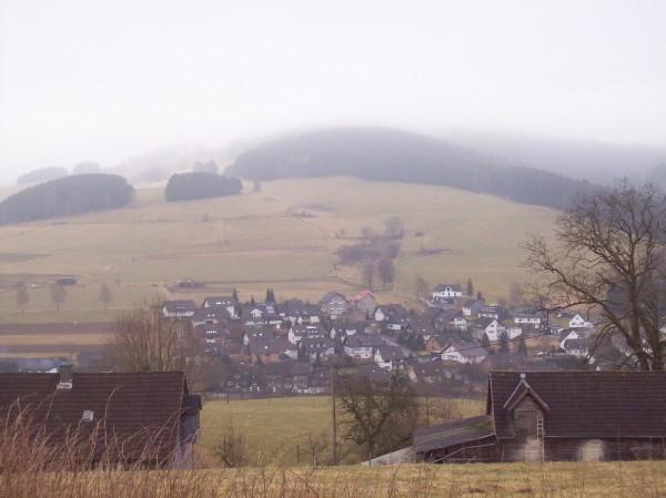 Blick auf  Wemlighausen im Dunst