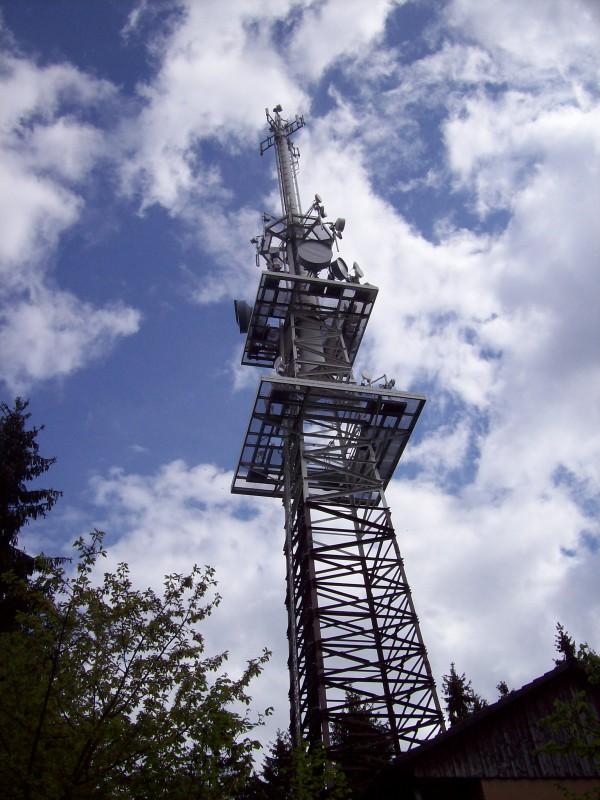 Der Sendeturm - zuständig für Rundfunk, Fernsehen und Mobilfunk in der Region