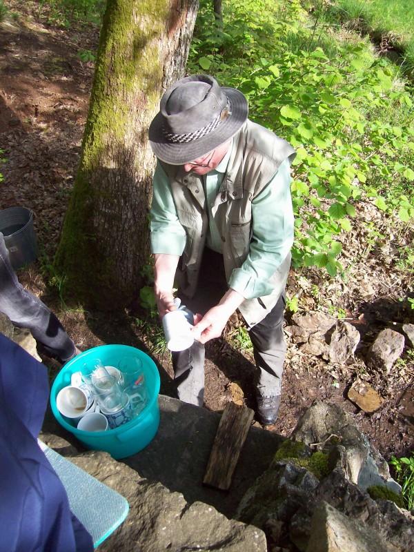 Hier wird nicht nur das Bier mit Felsquellwasser gebraut sondern auch Geschirr gespült