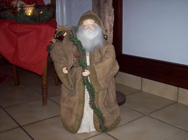 Vom Nikolaus wurden die Gäste gleich am Eingang empfangen, er gehörte zur liebevollen Weihnachtsdekoration