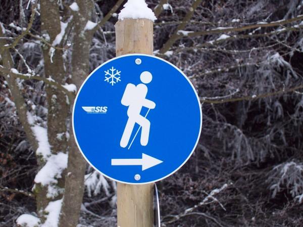 """Ein Hinweisschild speziell für Wanderer in der """"Winterwunderwelt"""""""