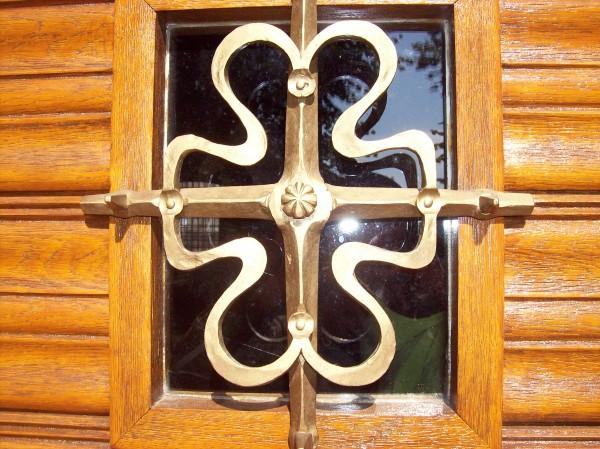 Fenster im Kirchenportal