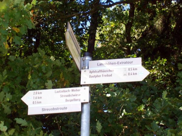 Hier ging's entlang zu den Streuobstwiesen und Wacholderheide