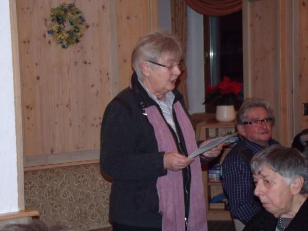 Frau Hild mit der anrührenden und nachdenklich stimmenden Geschichte von ein, zwei und mehr Adventskränzen