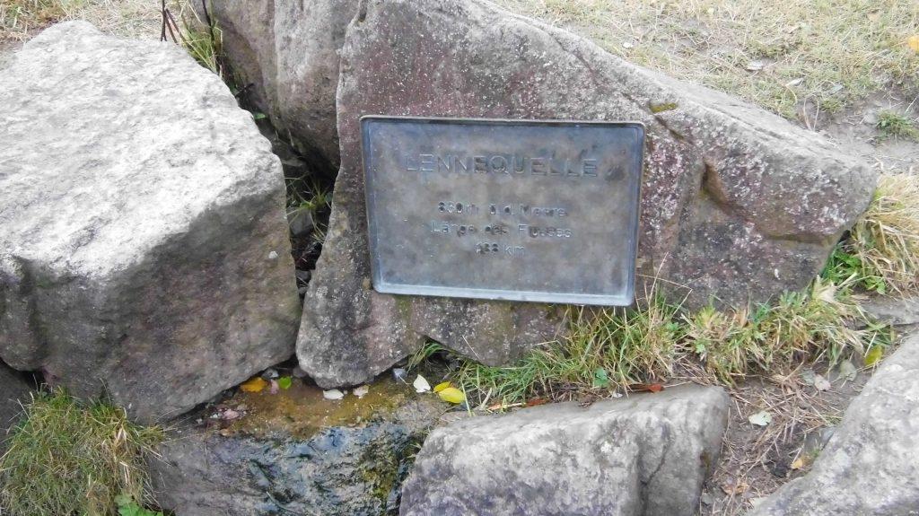 Die Lennequelle, Ursprung eines 129 km langen Flußes, der in die Ruhr mündet