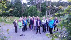 Foto bitte, 21 Wanderer machten sich auf den Weg, etwas über die Heimat zu erfahren