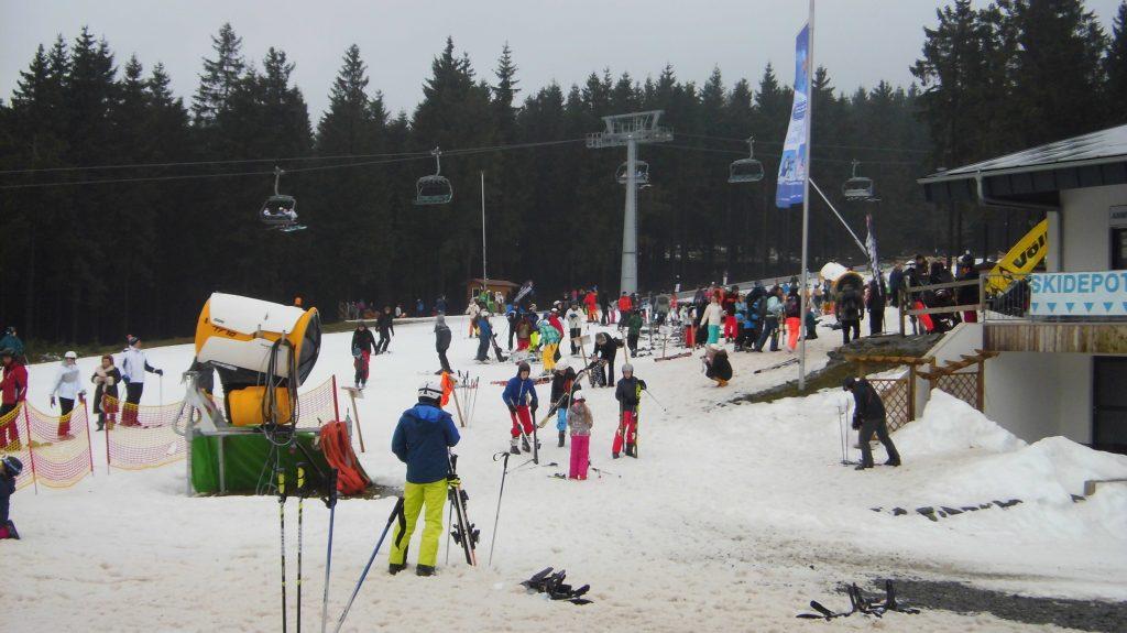 Die Möglichkeiten zum Skifahren mußten genutzt werden, viele hatten eine weite Anreise.